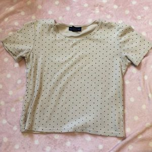 Fitted cropped polka dot tee